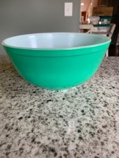 Pyrex primary green bowl