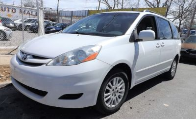 2008 Toyota Sienna XLE (Arctic Frost Pearl)
