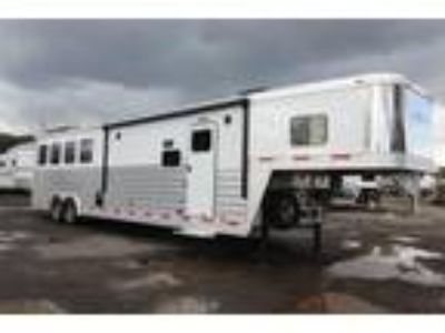 2017 Exiss 8414 LIKE NEW Slide Out Generator 4 horses