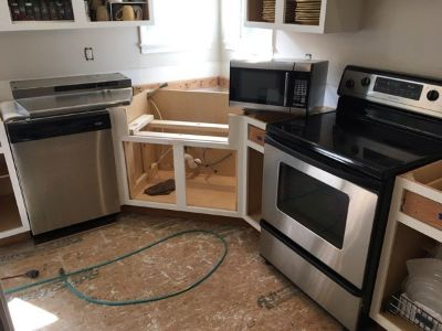 Whirlpool Kitchen stove / Range hood /dishwasher / microwave