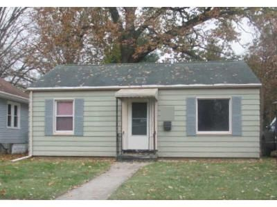 2 Bed 1 Bath Foreclosure Property in Lansing, MI 48910 - Woodbine Ave