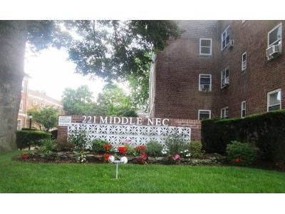 1 Bed 1 Bath Foreclosure Property in Great Neck, NY 11021 - Middle Neck Rd Apt F3