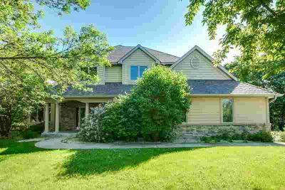 1236 Wildwood Way CHASKA Five BR, Relaxed sophistication in an