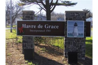 Havre de Grace - Beautiful waterfront 1 bedroom 1 bathroom apartment with washer/dryer. $895/mo