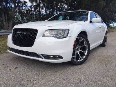 *** 2016 CHRYSLER 300 S ONLY 7K MILES ***