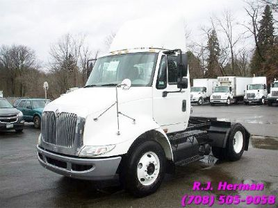 2009 Navistar 8600 Single Axle Daycab - Auto Trans