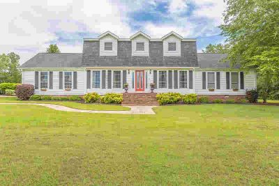 8539 Mc Kenzie Ln Ooltewah Four BR, Come take a look at this