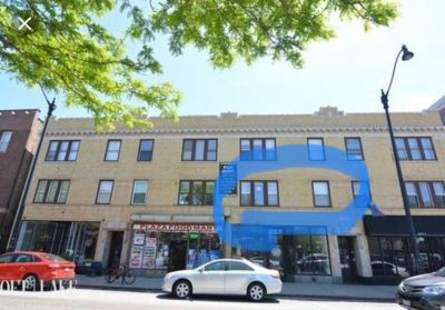 Looking for chill room mate to share spacious Logan Square apartment