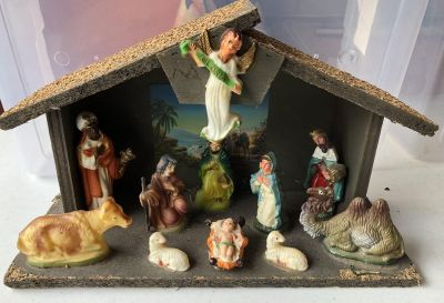 Manger Set-Wood Stable and Plastic Figurines