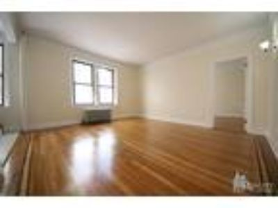 West 10th/Bleecker St* Massive & Renovated* King Size Bed* Walk-in-Closets*Quiet