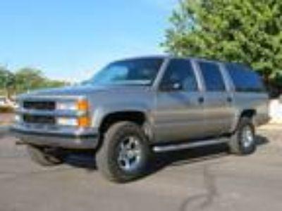 1999 Chevrolet Suburban 2500LS 7.4L 4WD