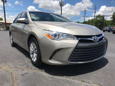 2016 Toyota Camry LE (Beige)