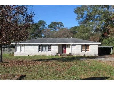 4 Bed 2 Bath Foreclosure Property in Lake Charles, LA 70611 - Sid Ln