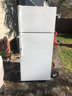 Free. Must pick up today. GE fridge