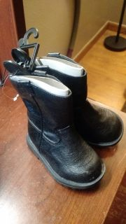 Healthtex toddlers boots, 4 new