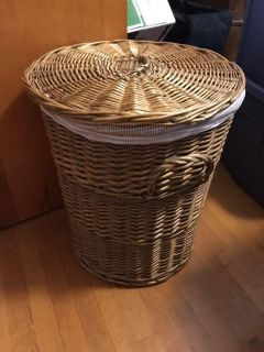 Wicker basket with laundry bag