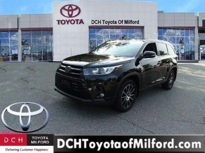 2017 Toyota Highlander (Midnight Black Metallic)