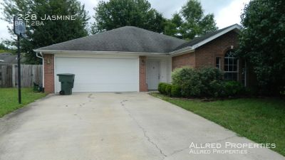 Newly Renovated 3 Bedroom in Fayetteville!
