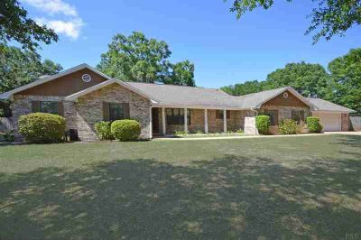 3402 Riverhill Dr Pace Four BR, 1 acre ~ screened saltwater pool