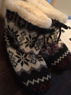 Warm and cozy incredibly cute boot cuff stocking slippers. These knit fur lined shoes are so beautifully patterned and feel SO good! Sz 9.