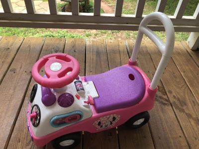 Push or ride Minnie Mouse car