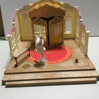Calico Critters Ballet-plays two songs.