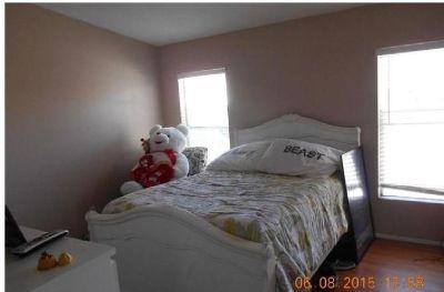 $500 Single Room with Utlities+Wifi+Washer+Dryer+Walk-in Closet