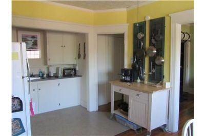 Bright one bedroom apartment on Alexander