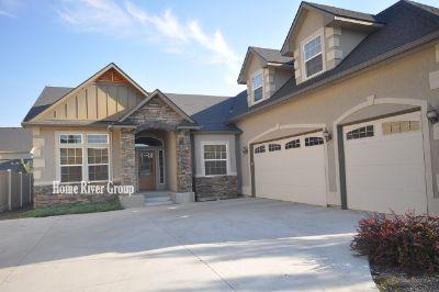 Beautiful 3 bed, 3 bath + Bonus Rm w/ Granite, Tile, Hardwood, 3 Car Garage! Lawn Care Included!