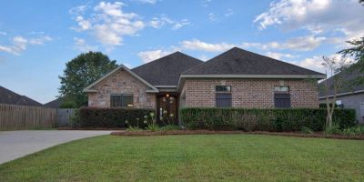 Beautiful 3 Bedroom 2 Bathroom Home in Chelcey Place 2, Daphne