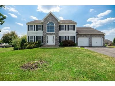 4 Bed 2.5 Bath Foreclosure Property in Douglassville, PA 19518 - Rosecliff Dr