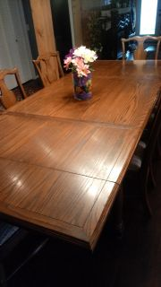 Beautiful solid wood diningroom table and 6 chairs