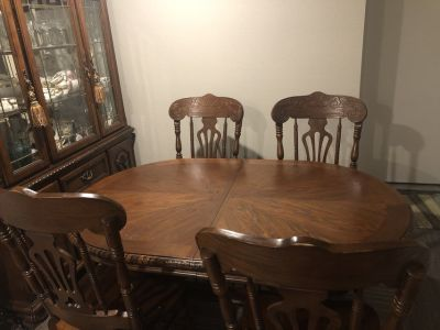 Dining table/8 chairs