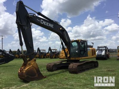2015 John Deere 250GLC Track Excavator