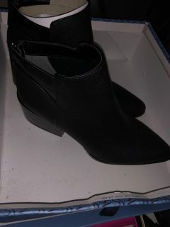 Simply Vera black leather chunky heel bootie boots. Size 7. New in box. $10