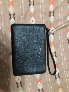 Coach wristlet fits up to iphone 6/6s,7,8