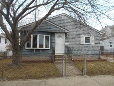 3 Bed 2 Bath Foreclosure Property in Pawtucket, RI 02861 - Ordway St