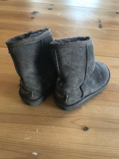 Girls Uggs- chocolate brown size 9