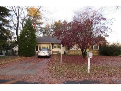 2 Bed 1 Bath Preforeclosure Property in Feasterville Trevose, PA 19053 - N Eastview Ave