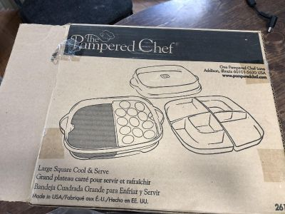 Pampered Chef large square cool and serve, 12 x 12