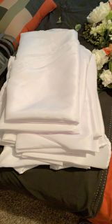 White round table cloths