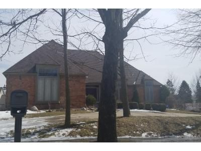 3 Bed 4 Bath Preforeclosure Property in Troy, MI 48098 - White Oaks Dr