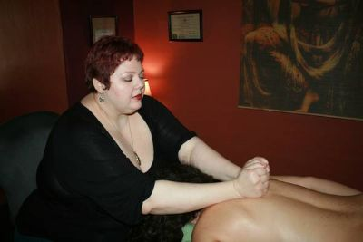 x0024750 Massage therapist returning to NOLA, trade massage for partial rent (new orleans)