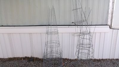 Plant support cages