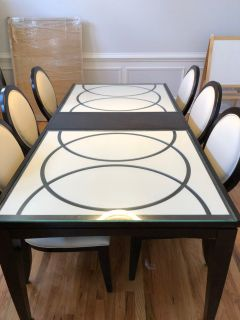 Like New modern dining table set with 6 chairs.