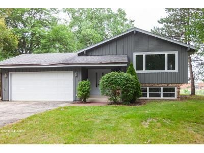 4 Bed 1.5 Bath Foreclosure Property in New Berlin, WI 53151 - W Redwood Dr