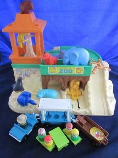 VINTAGE Fisher Price Little People 916 Zoo
