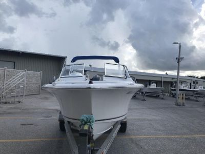 2014 Sea Hunt 211 Escape boat
