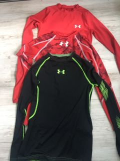 Youth medium heat gear fitted shirts for hockey