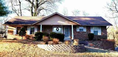711 Peachtree Trail Collinsville, Lovely 3 bd Two BA Brick